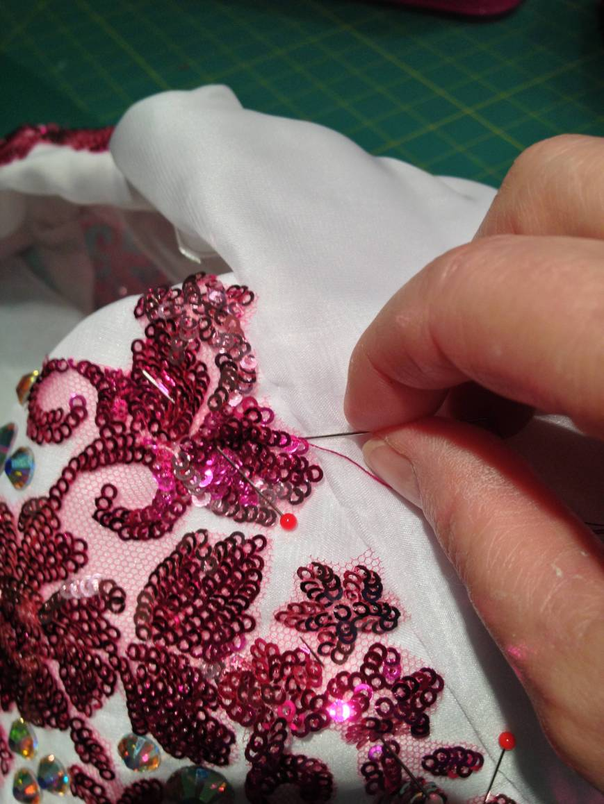 Hand sewing lace