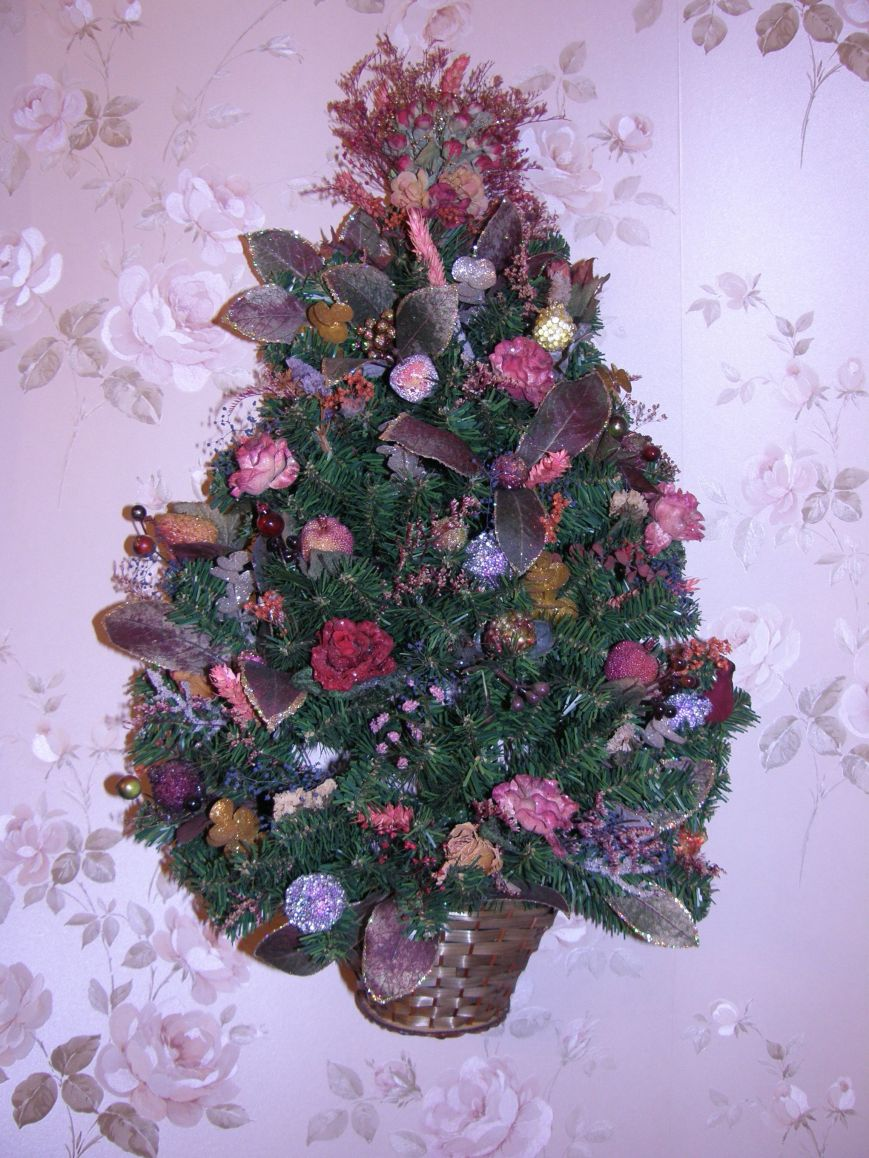 Create a Victorian wall tree by taking a plain wall tree and simply adding a variety of flowers.